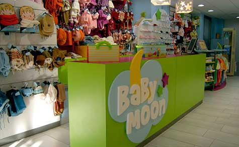 Mostrador tienda de ropa infantil